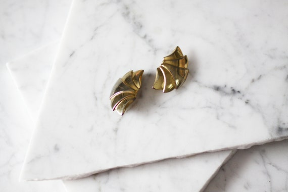 1980s gold fan earrings // 1980s gold clip on earrings // vintage earrings