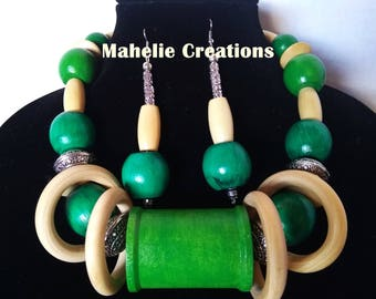Green statement necklace, big bold chunky necklace, tribal ethnic necklace, wood bead necklace, african style handmade necklace for women