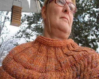 Shoulder warmer with cables.