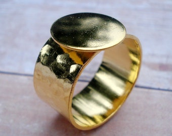 Gold Adjustable Ring 10mm Hammered Band with 12.5mm Round Base Setting for a Flat Back Cab or Jewel 1pc