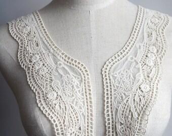 a pair ( 2pcs) of Detachable collar  off white lace collar peter pan collar C7
