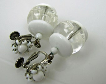 Miriam Haskell Signed White Clear Lucite Earrings. Jelly Belly Earrings. Hand Wired Flowers. Drop Dangle Earrings. Miriam Haskell Jewelry