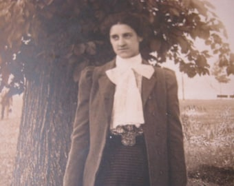 """1900s Antique Photo of a Suited Lady, """"I DARE YOU ! """" Look"""