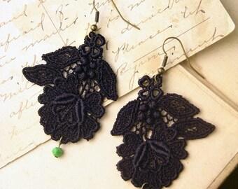daphne lace earrings (black)