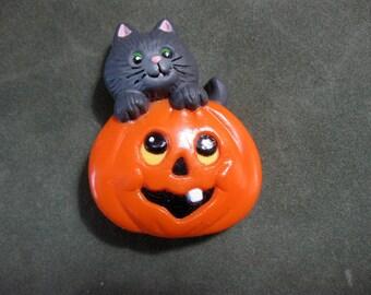 Vintage Russ Cat and Pumpkin Pin, Halloween Pin