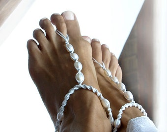 Beach Wedding Barefoot Sandal, White Pearl Bridal Barefoot Sandals, Pearl Anklet, 1 Pair