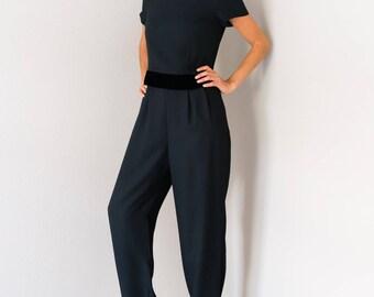 Perfect Vintage 80s 90s Liz Claiborne Black Velvet Trim Pleated Wide Tapered Leg Jumpsuit Pantsuit Romper Playsuit Size 4 Petite Small S