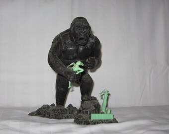 vintage 1964 aurora built up king kong glows in the dark model for restoration