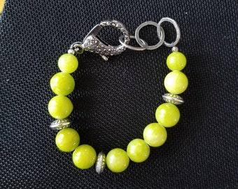 Smooth green bauble bead bracelet