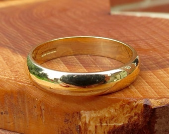 Wedding ring, 18K yellow gold D band.