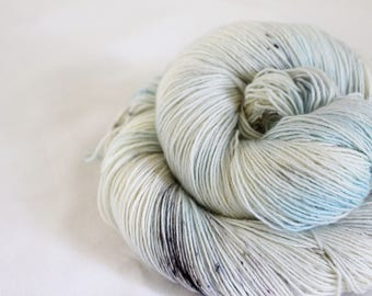 Bumbles Bounce! - Sandpiper - 100%  superwash merino singles yarn