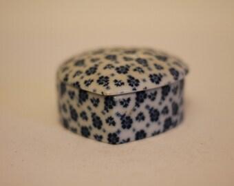 Ceramic heart shape box