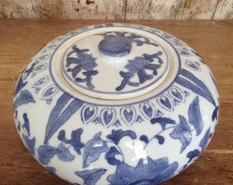 Blue and white lidded pot.