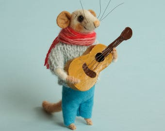 Felt mouse Needle felted Mouse musician. Mouse with guitar. Birthday gift. Play guitar. Dollhouse mice. Felted mice. Ornament.  Tiny guitar