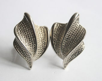 1980s earrings. Silver metal earrings. Clip on earrings. Vintage jewellery