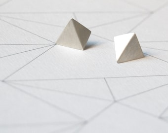 Geometric Silver stud earrings Pyramid post earrings Pointy earrings Faceted earrings