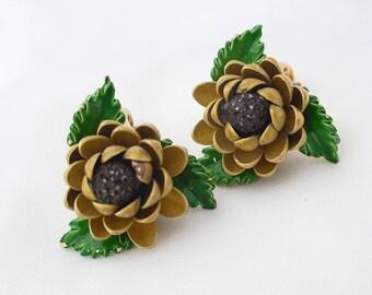 Emaille, Sonnenblume, Jahrgang dreidimensionale Sonnenblumen, 1960er Jahre Blume Clip Ons, Vintage Retro-Schmuck Ohrringe