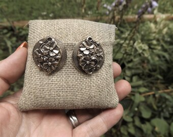 Pamar Signed Vintage 1950's  gold tone flower clip on earrings