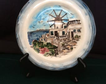 Round plate with scalloped edge of Holland windmill