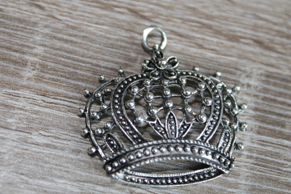 Vintage Style Silver Plated or Bronze CROWN metal filigree pendant charm antique styled ornate findings, 2 pieces lot