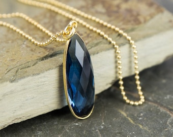 Drop necklace with navy blue quartz 925 silver