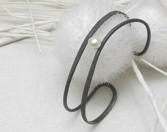 LaLune -  black Sterling Silver Bangle with pearl