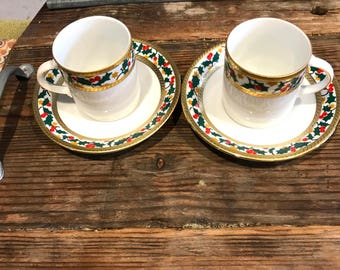 Vintage Tirschenreuth Made In Bavaria Germany Christmas Porcelain 2 Demitasse Cups And 2 Saucers