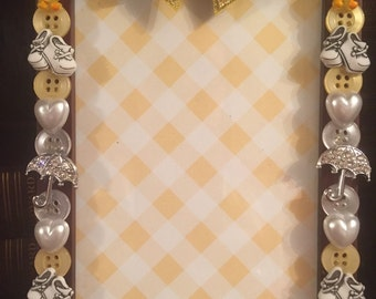 Baby shower button picture frame, displays 4 x 6 photo