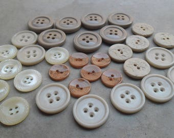 33 buttons vintage plastic beige tones between 28 mm and 18 mm