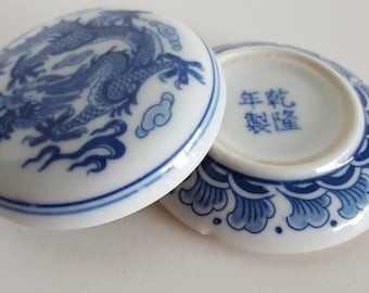 Chinese Porcelain Dragon Blue White Wax Ink Well Calligraphy Vintage