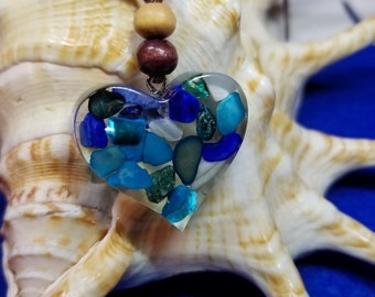 Sea shell and resin heart necklace