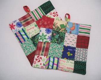 Christmas Pot Holders, Patchwork, Set of 2, Reversible  Insulated Potholders, Holiday Red and Green Fabric Potholders, Trivets, Hot Pads