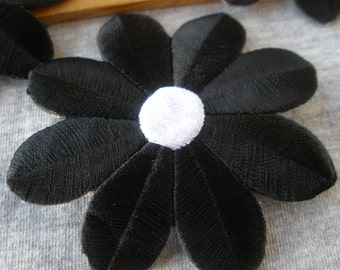 """3"""" Flower Power Black & white Embroidered Applique Iron on patches 5 pieces embellishment Craft Accent scrapbook sewing sew-on daisy"""