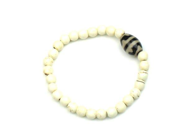 Boho Bracelet in Natural Howlite Stone with Dzi Bead, Beaded Bracelet, Mala Bracelet, Stacking Bracelet, Gift for Her, Women's Gift