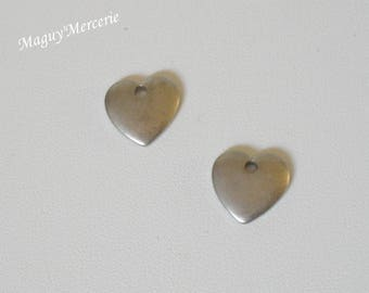 Set of 2 bronze metal hearts charms
