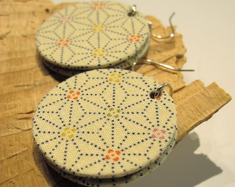 Round, beige earrings, geometric patterns, fabric box