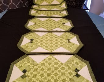 Quilted Set of 6 Green and Cream Placemats