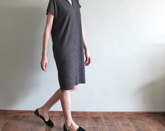 Minimalist V-neck cap sleeve ribbed knit dress