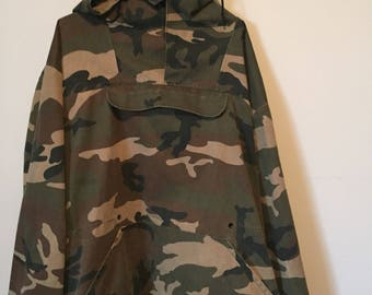 Vintage 1980's mens xl army issue anorak pullover jacket with high collar and hood  camo