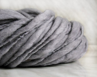 Thick and Thin slub wool yarn TTY gray 3.52 oz 50 yards 18µ handspun art yarn