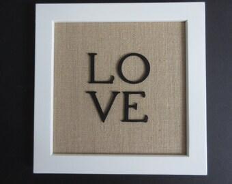 Mariage cadeau anniversaire cadeau toile de jute ferme Decor au-dessus de tout amour profondément - Christian WORD Art mural - blanc, toile de jute et noir - 1 Peter 4:8