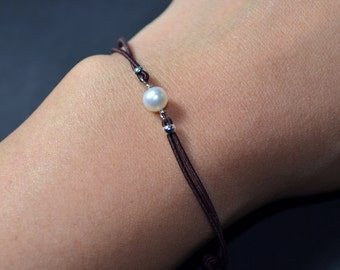 Bracelet freshwater pearl brown cord
