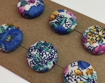 Bottoni ricoperti in tessuto con fiori di fatto a mano