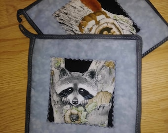 2 pc Raccoon & Squirrel Gray Pot Holder Hot Pad Set