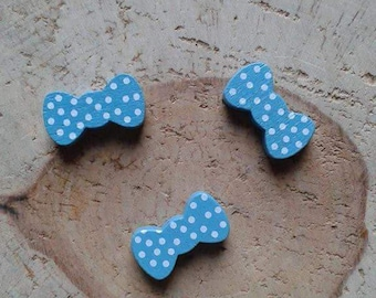 Wood bead turquoise bow