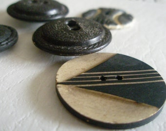 Vintage buttons 5 black and cream/taupe