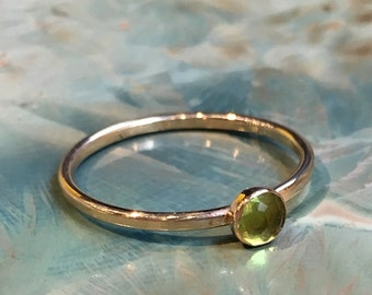 Peridot ring, birthstone ring, Gold ring, Gold Filled ring, thin stacking ring, personalised ring, dainty ring, simple ring - Effect R2483