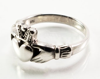 Claddagh Ring / Celtic Ring / Claddagh / Celtic Jewelry / Promise Ring / Irish Ring / Friendship Ring / Engagement Ring / Gift for Her