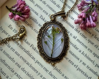 Resin-encapsulated flower pendant-Flower necklace comining Edge-nature-botanical jewelry-Real flower-Vintage necklace-Women's