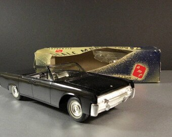 1961 Lincoln Continental Conv Promo Model Car W/Box AMT 1:25th / American Automotive Advertising Swag